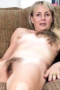 Older blonde amateur Sophie exposes her hairy bush.