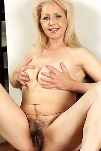 Gorgeous older babe Shiela spreads her mature hairy pussy.