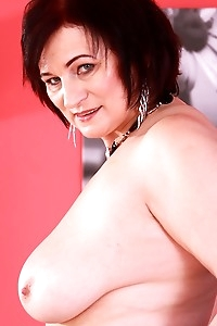 Thick busty mature woman Diana Barrett fingers her twat.