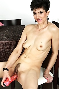 Hairy MILF Halle stuffs big dildo in her muff.