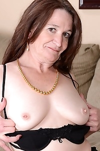 Housewife Anna spreads her mature pussy wide open.