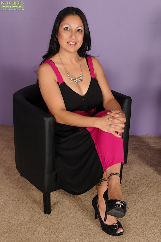 Milf women curvy latina